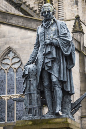 Adam Smith Denkmal in Edinburgh